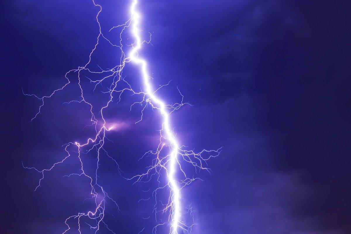 OSTRZEŻENIE METEOROLOGICZNE: Wieczorem i w nocy znów burze z ulewami i wichurami • Okno na Wągrowiec
